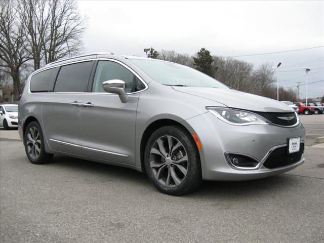 Pre-Owned 2017 Chrysler Pacifica Limited w/ Nav & Theater