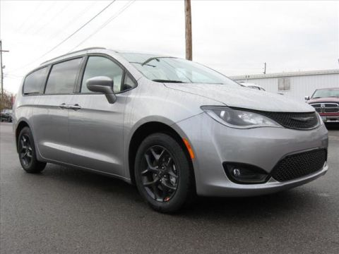 New 2019 CHRYSLER Pacifica Touring L w/ S Apper. Pk & DVD